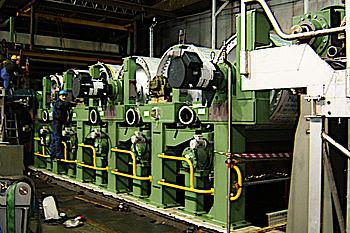 Umbau einer Trockengruppe von Kastenstuhlung auf Einzelantriebe (Aufsteckgetriebe) – inklusive Kühlwasserverrohrung, Montage der Seilführung und Lagerung von 128 Siebleitwalzen